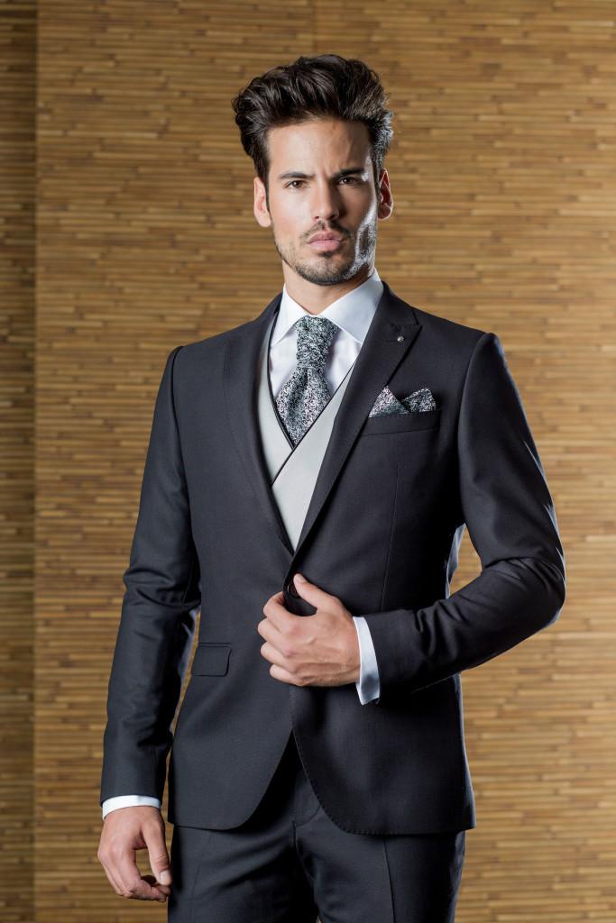Todas estas y más características son las que encontraras en los trajes de  novio que tenemos para ofrecerte en la nueva colección ... 34dcbe82de2